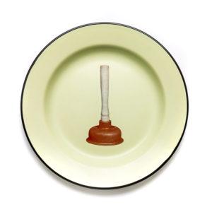 Seletti TOILETPAPER enamel plates 16839 plunger 2 300x300 - Piatto Seletti Wears Toiletpapers
